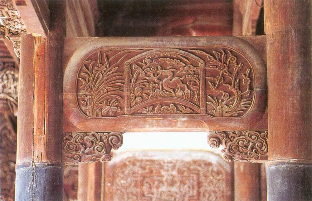 第二进前廊穿插枋、雀替装饰