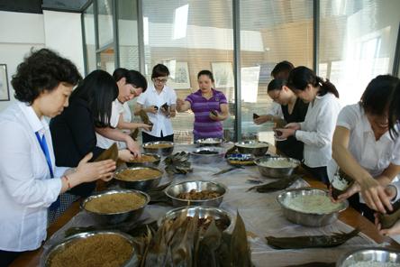 单张粽叶包粽子的方法与步骤图