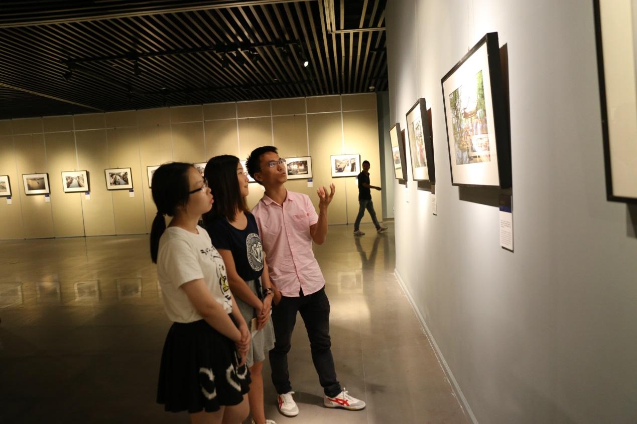 《另眼相看--马达罗先生镜头下的老浙江》摄影